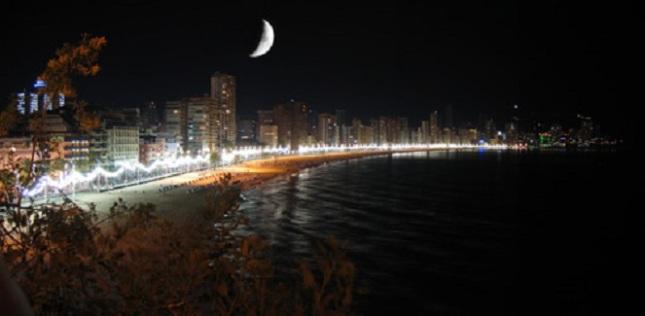 playa-levante-noche_benidorm